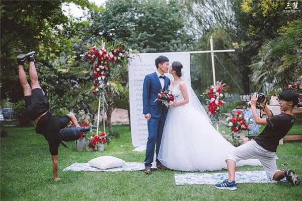一个专业的婚礼摄影师,到底价值有多大?