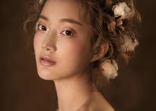 轻素感的新娘妆容 尽显时尚独特韵味