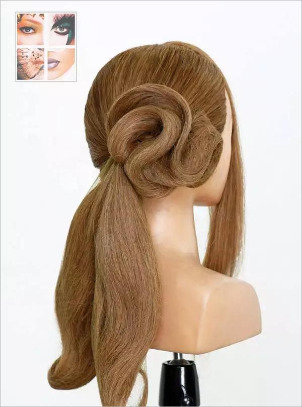 为大家带来一款手推波纹新娘发型,温婉柔和的曲线,尽显高贵浪漫的情调,非常适合高贵优雅的新娘哦~   1、这款发型适合头发较长者。首先将头发三七分,用手梳梳顺。