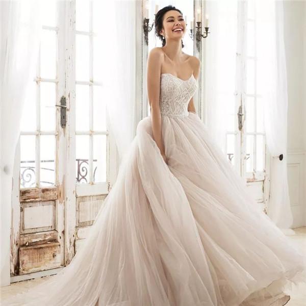 30款现代风格的贵气婚纱礼服,值得收藏