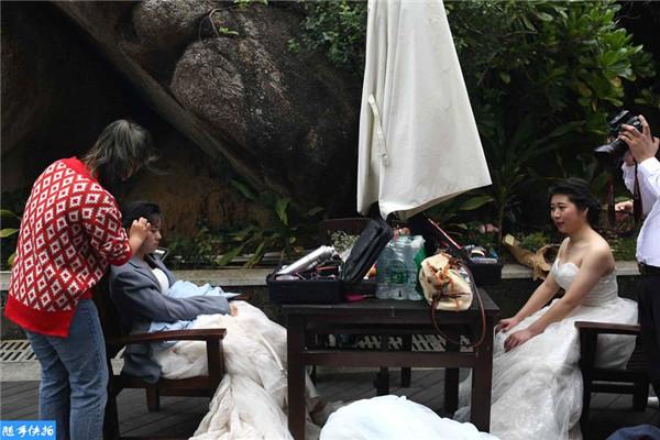 元旦假期婚纱摄影师拿生命拍照 年赚超15万