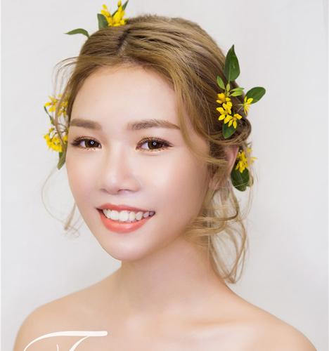 甜美少女实用鲜花造型 化妆造型