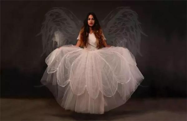 婚纱和丧服,为什么都选白色 ?