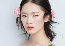 粉色康乃馨鲜花新娘造型 少女心十足