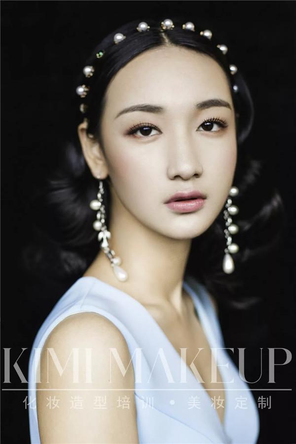 她辞职去学化妆,热爱让她成为一位真正的化妆师