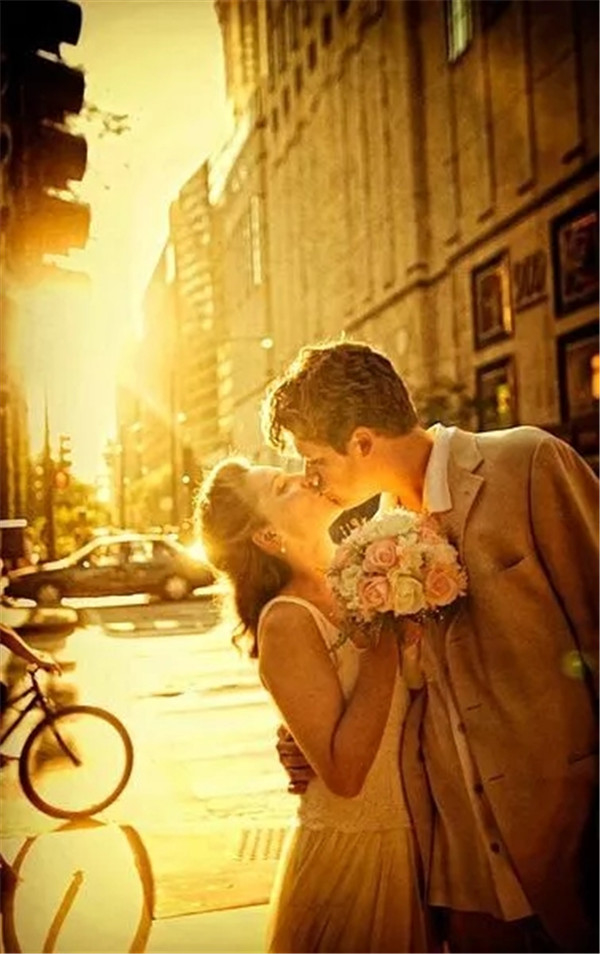 外国人居然不拍婚纱照?他们拍的是什么呢?