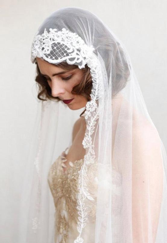 电商平台发布2018婚礼用品趋势预测,斗篷式婚纱很火!