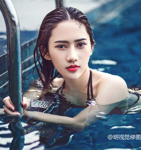 泳池的性感 写真摄影
