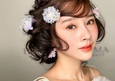 浪漫的鲜花新娘造型 呈现出清新脱俗的气质