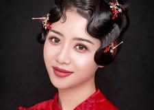 红褂 勾勒出东方女性柔美端庄气质
