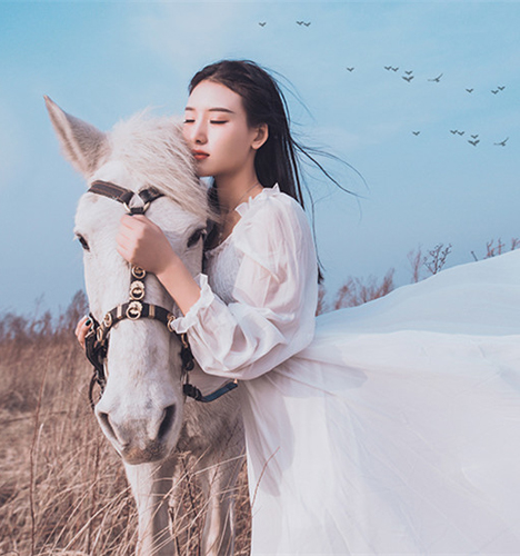 身骑白马 化身公主 写真摄影