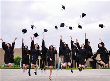 毕业季的来临,带动影楼生意走俏