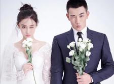 张馨予宣布与武警老公结婚 婚纱照甜蜜曝光