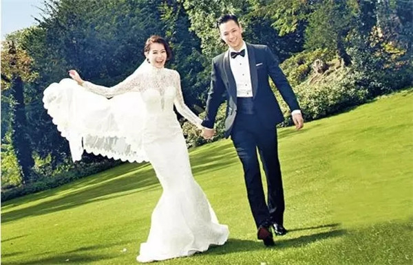 跨界3年,胡杏儿现宣布退股高定婚纱品牌KEVOLIE