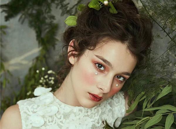 鲜花造型妆容赏析