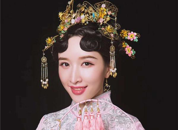 最新影楼资讯新闻-金底盘金绣,中式新娘造型赏析