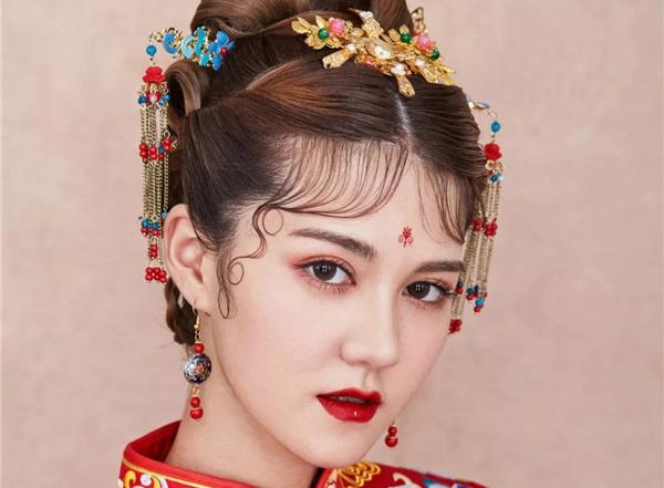 叶莉娅新娘,红妆霞帔美如画