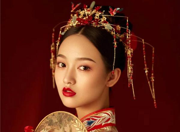 荷玛新造型:美目流盼红妆造型