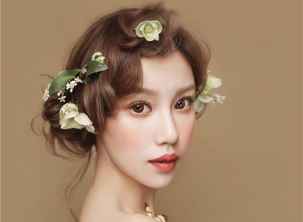 温婉典雅的新娘妆发造型