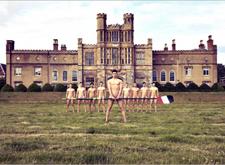 剑桥大学体育队学生又拍摄全裸日历!展示健美体态