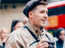 贝克汉姆儿子参加伦敦时装周,为自家品牌当摄影师