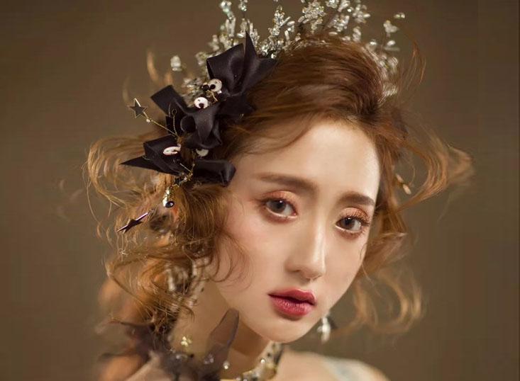 抽丝复古发型妆容搭配