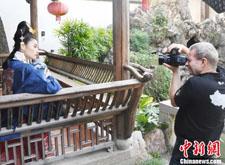 著名国际人像摄影师MOJA用镜头记录古典人像之美