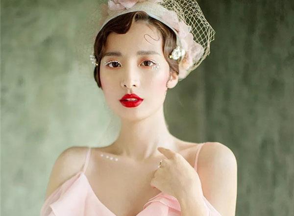 含情脉脉的粉色少女系新娘