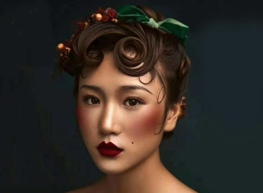 美力新娘:浓烈色彩下的甜蜜心情