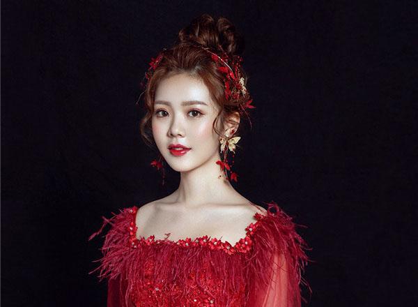 甜美新娘红装造型欣赏
