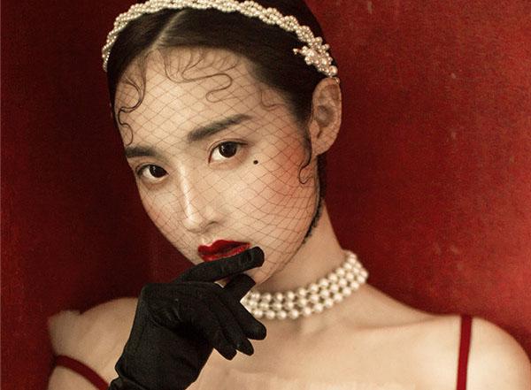 复古风情红唇妆容欣赏