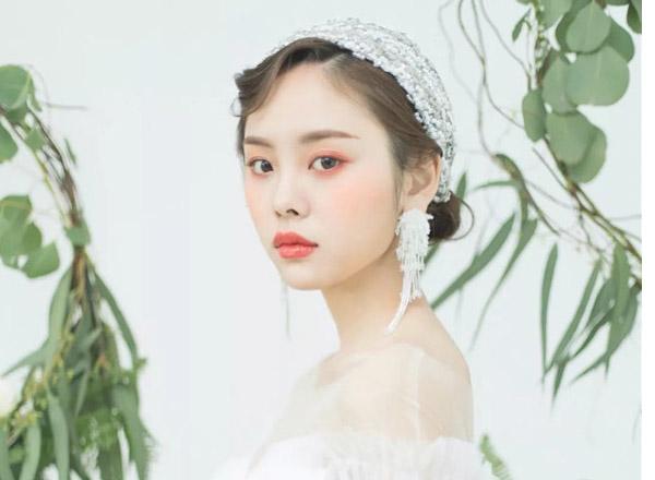 纯白森系新娘妆发造型