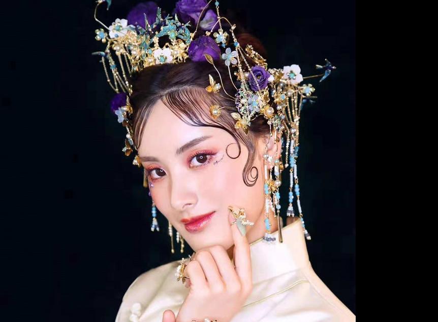 鲜花秀禾中式新娘妆发造型欣赏