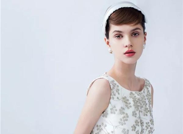 简约时尚白纱新娘造型