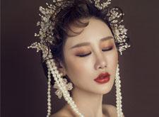 时尚华丽妆容 凸显女性高贵气质