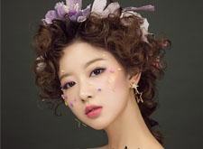 森系复古造型,精致妆容搭配华美头饰