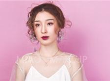 韩式风格的简约抽丝造型,显得新娘更加俏皮可人