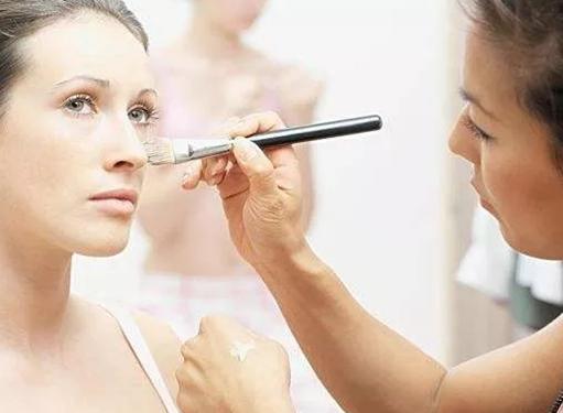 影楼化妆师与自由跟妆师职业差别在哪里?