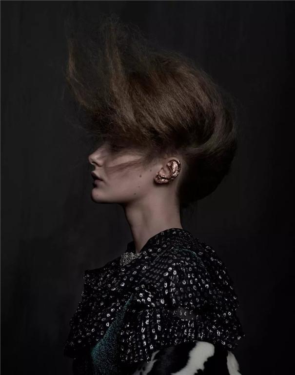 时尚摄影:硬朗厚重的暗调,古典与现代的交织