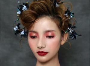 秋冬彩妆造型:灵动的抽丝盘发