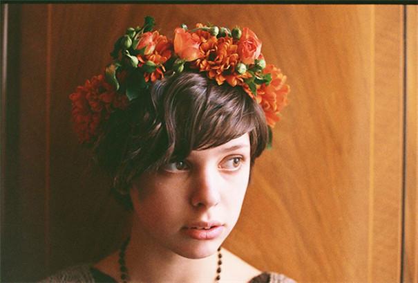 花房少女,展现了美景与美女的和谐交融