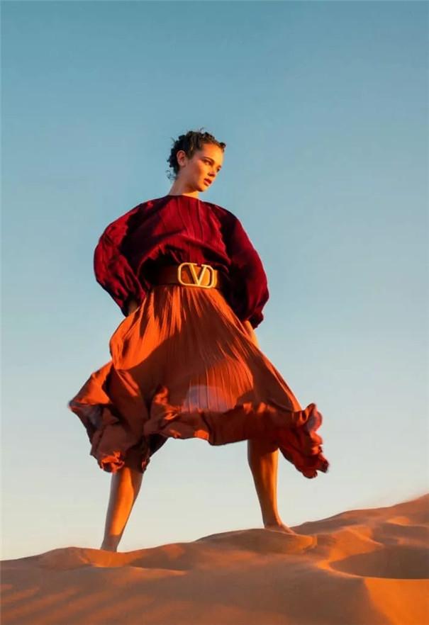 时尚摄影:亮色的对比与和谐