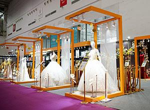 最新影楼资讯新闻-600万劳斯莱斯开进武汉婚博会,个性化定制成主流