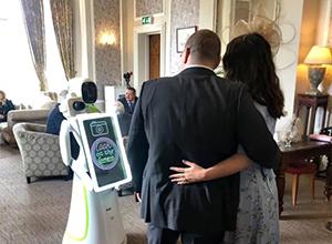 最新影楼资讯新闻-未来,婚礼摄影师或被摄影机器人替代?