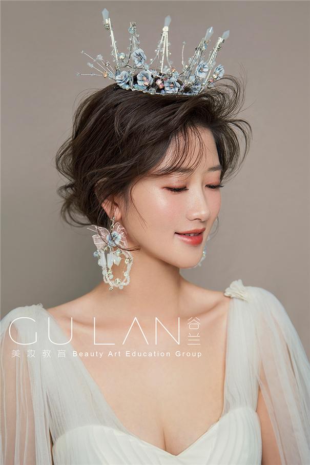 气质女王范 冰蓝色调新娘造型