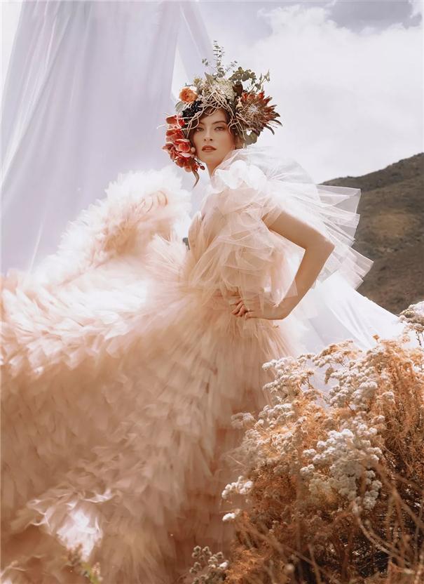 典雅、明快而简约的时尚婚纱照