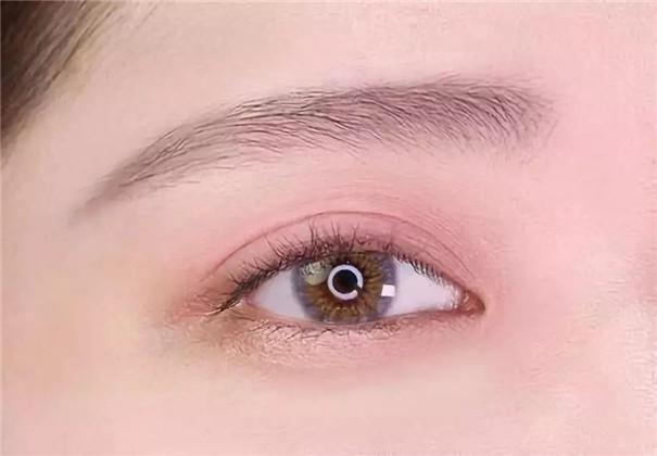 同样是小眼睛,为什么周冬雨的眼妆比你美这么多?