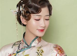 波纹刘海搭配气质盘发 清新花鸟旗袍造型