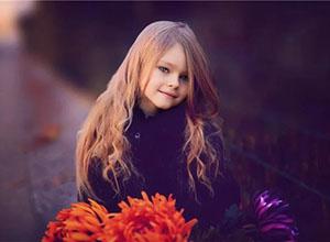 摄影师在与孩子互动中拍摄心动照片的方法