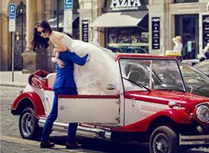 David Lau:外景婚纱照中摆姿的情景化设计